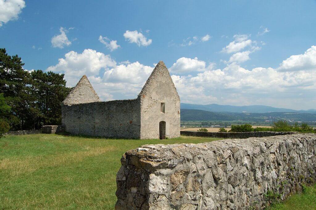 Haluzice - románsky kostolík